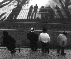 Somos morte. Isto, que consideramos vida, é o sono da vida real, a morte do que verdadeiramente somos. Os mortos nascem, não morrem. Estão trocados, para nós, os mundos. Quando julgamos que vivemos, estamos mortos; vamos viver quando estamos moribundos. (..) Estamos dormindo, e esta vida é um sonho, não num sentido metafórico ou poético, num sentido verdadeiro. Bernardo Soares, Livro do Desassossego | Monteiro Gil. Graça, Lisboa, 1994.