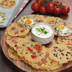 These pizza crisps are low carb. Does that make them healthy? These pizza crisps are low carb. Does that make them healthy? Pizza Recipes, Yummy Recipes, Appetizer Recipes, Cooking Recipes, Yummy Food, Tasty, Healthy Recipes, Healthy Pizza, Diet Pizza
