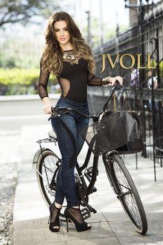 Expresiones de elegancia, el estilo roquero de lo gótico y lo clásico del cuero de alta calidad. #mexico #moda #glam