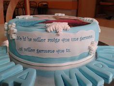 CUMPLEAÑOS PAULA Y MIRIAM #pastel de #frozen con #frutosdelbosque y #yema #galletasdecoradas con los #nombres de estas dos #gemelas tan especiales que cumplían 17 años  #Lleida  #sweet #fondantcake  www.pastisseriachic.com