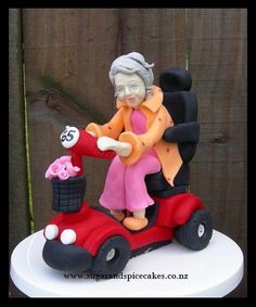 Old Lady on a Mobility Scooter! This is going on a retirement cake. Colleagues wanted a really old looking lady as a joke for the work mate who is retiring. I had a bit of difficulty in modeling as the customer wanted the scooter to be not more. Unique Cakes, Creative Cakes, 90th Birthday Cakes, Retirement Cakes, Cakes For Women, Fondant Toppers, Fondant Tutorial, Novelty Cakes, Love Cake