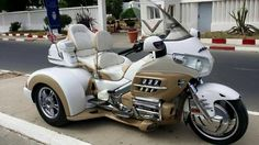 Goldwing Trike Source by hamibalmumcu Bagger Motorcycle, Honda Motorcycles, Custom Motorcycles, Goldwing Trike, Electric Tricycle, Custom Street Bikes, Custom Trikes, Motorized Bicycle, Touring Bike