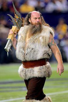Ragnar the Viking - Minnesota Vikings' mascot Viking Baby, Viking S, Vikings Football, Minnesota Vikings, Football Rules, History Icon, Helmet Logo, Team Mascots, Nfl News