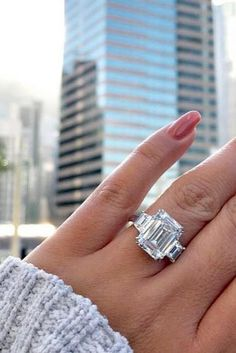 Diamond Rings - Emerald cut engagement rings are a wonderful and unique way to express your love. Read the post to choose breathtaking rings! Wedding Rings Simple, Diamond Wedding Rings, Unique Rings, Beautiful Rings, Diamond Rings, Solitaire Rings, Band Rings, Solitaire Diamond, Oval Rings