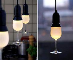 Olha que ideia bacana para decorar os seus ambientes com taças e luzes! #wine #vinho #bowls #decoration #decoracao #luminaire