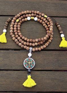 À vendre sur #vintedfrance ! http://www.vinted.fr/accessoires/colliers-perles-and-pendentifs/41250584-collier-mala-tibetain-artisanal-108-perles-neuf
