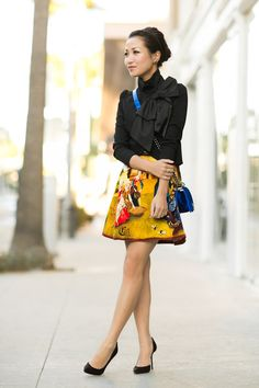 Jacket by Alice + Olivia, top by Topshop, skirt by Carven, bag by Chanel, shoes by Gucci. (wendyslookbook.com, October 29, 2012)