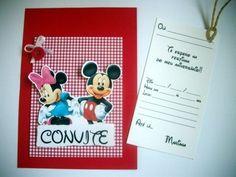 """Convitinho para aniversário no tema """"MINNIE & MICKEY"""" Feito em scrapbook, medindo 1/4 de ofício (10x15cm). Com um cartão-convite no """"bolso"""", que vc puxa pelo cordão, e preenche os dados.  Este cartão-convite pode já ser impresso com os dados da festa ficando em branco apenas o nome dos convidados. Se preferir com o nome do convidado impresso também, o valor do convite é acrescido de $0,50 por unidade. Basta passar uma listagem, e enviamos as artes para aprovação antes de imprimir. O convite…"""