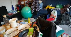 Cleaning can make anyone groan, but when it comes to decluttering a messy room, it can be overwhelming. Here are some ways to help make it a bit easier. Getting Rid Of Clutter, Getting Organized, Messy House, Clutter Free Home, Declutter Your Life, La Pile, Messy Room, Feeling Stuck, Feeling Stressed