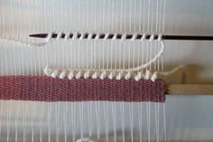 Weaving Wall Hanging, Weaving Art, Tapestry Weaving, Loom Weaving, Hand Weaving, Basket Quilt, Diy Couture, Tear, Fabric Manipulation