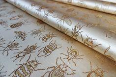 私は甲虫が好きです。いきなり出てくるとびっくりしますが、そっと近づいて観察していると美しい造形、色合いに惚れ惚れとします。 正絹西陣金襴で甲虫、羽虫の美しさを現しました。I like beetles and insects. It's beautiful modeling, it is love and fascination with the color. I revealed the beauty of beetles and insects at the Nishijin Silk Kinran Fabric.  #insect #beetle #fabric #textiles #silk #SilkBrocade #design http://okamotoorimono.com/kinranproducts/insect/