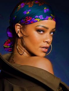Moda Rihanna, Rihanna Mode, Rihanna Riri, Rihanna Style, Hair Wrap Scarf, Hair Scarf Styles, Bandana Hairstyles, Baddie Hairstyles, Kinky Curly Hair
