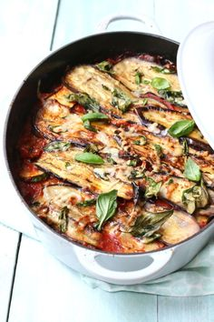 Ovenschotel aubergine Melanzane alla Parmigiana www jaimyskitchen nl - pizza Quick Healthy Meals, Good Healthy Recipes, Veggie Recipes, Vegetarian Recipes, Cooking Recipes, Aubergine Mozzarella, Eggplant Recipes, Food Platters, Food Inspiration