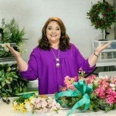 Julie-Siomacco-Owner-Southern-Charm-Wreaths-Columbia,-SC-Blogger Diy Bow, Diy Ribbon, Ribbon Bows, Ribbon Hair, Xmas Wreaths, Deco Mesh Wreaths, Wreath Bows, Ribbon Wreaths, Door Wreaths