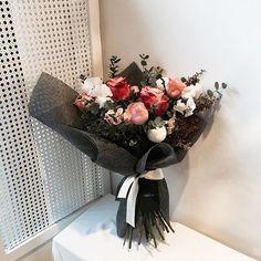 . . #꽃다발 #핸드타이드 #원데이클래스 . . 잼있는 꼬따발 쉅 . . #Lesson #Order Katalk ID vaness52 WeChat ID vaness-flower E-mail vanessflower@naver.com 070-7522-6813 . #vanessflower #flower #florist #flowershop #handtied #flowerlesson #flowerclass #플라워 #바네스플라워 #플라워카페 #플로리스트 #꽃다발 #부케 #원데이클래스 #플로리스트학원 #플라워레슨 #플라워아카데미 #꽃수업 #꽃주문 #花 #花艺师 #花卉研究者 #花店 #花艺