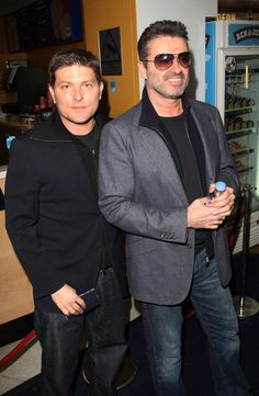 George Michael Photos Photos - (UK TABLOID NEWSPAPERS OUT)  Musician George Michael (R) and his partner Kenny Goss arrive at the UK film premiere of 'Sleuth' at the Odeon West End on November 18, 2007 in London, England. - Sleuth - UK Film Premiere