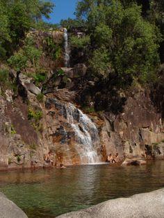 Cascatas do Tahti ou Taiti.   Em pleno parque nacional Peneda-Gerês podemos encontrar, entre a Ermida e Fafião, um local que nos deixa sem palavras.   Bons mergulhos.