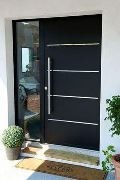 Porta pivotante com pintura de laca P.U preto acetinado (Sayerlack) - Ecoville Portas Especiais