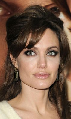 Angelina Jolie's Subtle Smokey Eye Is The Perfect Red Carpet Make-Up Look, 2010