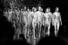 le final du défilé Dolce & Gabbana http://www.vogue.fr/mode/inspirations/diaporama/les-coulisses-de-la-fashion-week-printemps-ete-2014-a-milan-jour-5/15345/image/846831#!le-final-du-defile-dolce-amp-gabbana