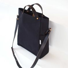 Deluxe Black Field Bag