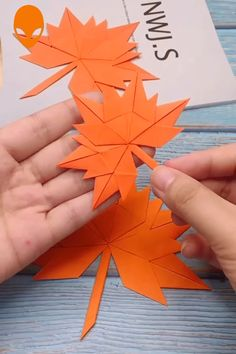 9 Fun & Easy Paper Craft Ideas - Paper DIY Tutorials Videos - The Hobbes - hacks Diy Crafts Hacks, Diy Crafts For Gifts, Diy Arts And Crafts, Creative Crafts, Fall Crafts, Christmas Crafts, Creative Ideas, Christmas Decorations, Instruções Origami
