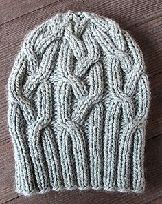 Gwyneth featuring The Fibre Company's Tundra in Frost. Available for Download from Kelbourne Woolens and The Fibre Company.