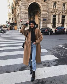 Long Coat Outfit, Camel Coat Outfit, Winter Coat Outfits, Beige Outfit, Winter Fashion Outfits, Fall Outfits, Autumn Fashion, New York Winter Outfit, Peacoat Outfit