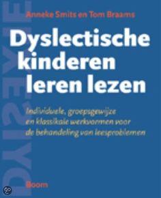 Tijdens de cursus dyslexie kregen wij de tip om het boek 'Dyslectische kinderen leren lezen' aan te schaffen. Dit is een bronnenboek vol ideeen om het leesonderwijs vorm te geven. Denk bijvoorbeeld aan Leestheater, Connectlezen en RALFI lezen. Het leest heel erg makkelijk en je krijgt echt veel handige tips.