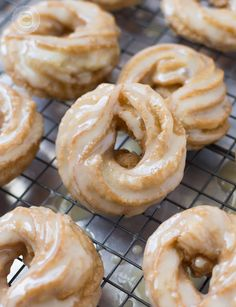 These french honey crullers are a my ode to Tim Hortons Honey crullers. French honey crullers are made with a hint of spice and delicious honey glaze. Desserts Français, French Desserts, French Food, French Recipes, Baked Donuts, Doughnuts, Donut Recipes, Cooking Recipes, Coffee Recipes