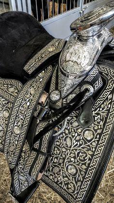 #charreria #mexico #sillademontar #expoganadera #guadalajara I Love Mexico, Editorial Fashion, History, People, Beauty, Saddles, Guadalajara, Historia, People Illustration