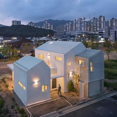 Yangsan Eorinjip by RAUM Architects Group Architecture studio Raum designed this house in the South Korean city of Yangsan as a cluster of clean-lined, interconnected blocks that can adapt to the changing needs of a young family. Concrete Architecture, Japanese Architecture, Residential Architecture, Amazing Architecture, Modern Architecture, Pavilion Architecture, Sustainable Architecture, Tokyo Apartment, Villa
