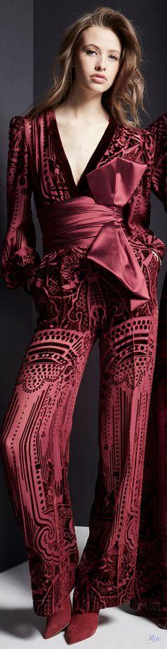 Vogue Fashion, Fashion Show, Fashion Outfits, Womens Fashion, Fashion Design, Fashion Trends, Zuhair Murad, Burgundy Fashion, Autumn Fashion
