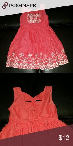 Coral dress. 2T. LIKE NEW Like new, 2T dress.  Color coral. Lace lining under skirt to make it poof slightly. Sweet Heart Rose Dresses Casual