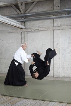 Martial Arts - Aikido - Yoga - Are you ready to fly? Yoga Positionen, Aikido, Yoga For Men, Martial Arts, Men Yoga, Combat Sport, Martial Art