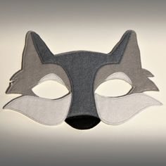 Who's afraid of the big bad wolf? The perfect friend for Little Red Riding Hood or the right chap to sort out those naughty 3 Pigs, which ever way your little ones story goes this super comfy felt mask with stretchy elastic will ensure a happily ever. Theme Carnaval, Wolf Craft, Wolf Costume, Husky Costume, Pig Costumes, Cosplay Costumes, Wolf Mask, Three Little Pigs, Animal Masks