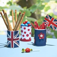 Celebrating being English - Jubilee Snack Containers - these would be so easy to make for the Queen's Birthday! Craft Supplies Online, Arts And Crafts Supplies, Hobbies And Crafts, Crafts For Kids, Adult Crafts, Royal Tea Parties, Royal Party, Royal Theme, Queen 90th Birthday