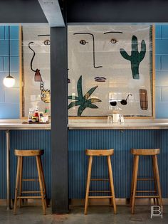 We take a look at the interior design projects of Beata Heuman, and her comfortably modern, highly colourful look. Contemporary Interior Design, Luxury Interior Design, Interior Design Kitchen, Interior Design Inspiration, Home Design, Cafe Interior, Design Ideas, Design Projects, Kitchen Decor