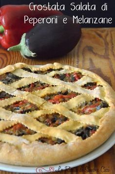 Crostata Salata di Peperoni e Melanzane No Salt Recipes, Pizza Recipes, Vegetarian Recipes, Chicken Recipes, Almond Paste Cookies, My Favorite Food, Favorite Recipes, Antipasto, Quiches