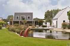 Modern exterieur met landelijke tuin   Z-Wonen   The Art of Living (NL) Art Of Living, Bungalow, Indoor Outdoor, Villa, Mansions, House Styles, Home Decor, Minimalism, Decoration Home