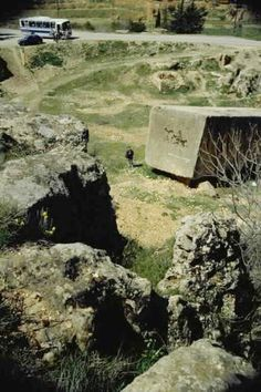 Did Romans use a prehistoric ruin of cyclopean stone blocks to build a wall of their own? Contrary to orthodox academic opinion, the outside western wall retaining the platform of Jupiter's Temple shows two strikingly different erosion patterns. Emperor Augustus, Baalbek, Stone Blocks, Build A Wall, Western Wall, Giza, Prehistoric, Romans, Egypt