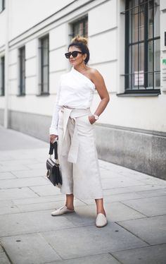 May I present you to the ultimate one shoulder top outfit idea for minimalists, because who says minimal has to be boring or basic?