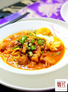 Mee Rebus (Vegetarian) Oozing spiciness; assembled with yellow noodles, spicy gravy, bean sprouts, fried fritters, green chillies etc etc.