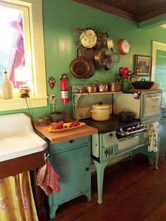 Retro and vintage kitchen remodel ideas are popular as decor trends repeat themselves and many people have been falling in love with vintage things. Kitchen Stove, Old Kitchen, Country Kitchen, Kitchen Decor, Kitchen Design, Kitchen Ideas, Green Kitchen, 1930s Kitchen, Kitchen Cabinets