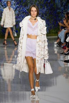 For Dior's spring-summer 2016 collection, creative director Raf Simons embraced a light and airy mood with a collection of pale pastels in chiffon and organza. Raf Simons, Christian Dior, London Fashion Weeks, Paris Fashion, Spring Summer 2016, Fall 2016, Madame, Fashion Show, Fashion Trends