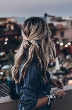 ideeen Trendfrisuren Joe, akkurater Mittelscheitel oder This particular language Reduce Perish Frisurentrends 2020 Hair Day, New Hair, Your Hair, Bun Hairstyles, Pretty Hairstyles, Winter Hairstyles, Travel Hairstyles, Hairstyles 2018, Cute Lazy Hairstyles