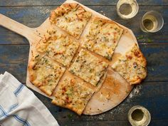 Get New Haven-Style White Clam Pizza Recipe from Cooking Channel