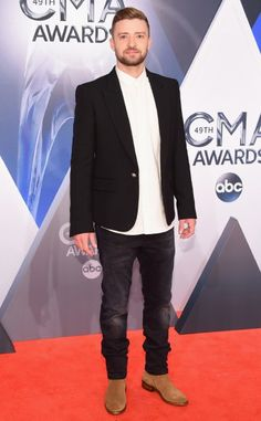 Pop star Justin Timberlake also wore a mixed outfit, which was quite OK, but it wasn't as good as Granger's. Justin wore a suit jacket, a dress shirt that he left untucked, a pair of jeans and a pair of distressed leather boots. The reason why Granger's look worked best was because it was more honest to begin with and because the dressy and casual pieces were mixed, while Justin visually cut himself in half: the upper part was the dressy one and the lower part was the casual, country boy…