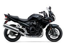 A quick transformation of a classic Yamaha into a custom cafe racer. Virago Cafe Racer, Yamaha Virago, Virago 535, Scrambler, Motos Suzuki, Suzuki Bikes, Red Motorcycle, Suzuki Motorcycle, Custom Cafe Racer