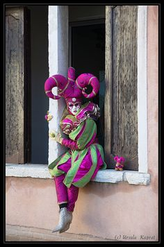 Explore kuprat photos on Flickr. kuprat has uploaded 11450 photos to Flickr. Venice Carnival Costumes, Venetian Carnival Masks, Carnival Of Venice, Venetian Masquerade, Masquerade Ball, Jester Costume, Costume Carnaval, Venice Carnivale, Costume Venitien